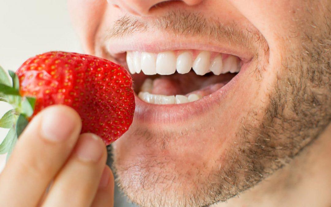 Nueve frutas y verduras que te ayudan a rejuvenecer los dientes
